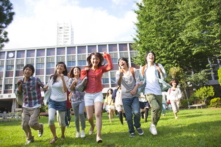 大学生の学校を実行