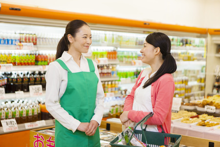 Women of the female clerks and shoppers