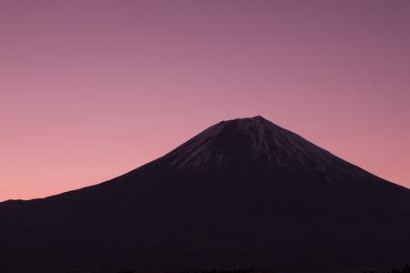 breaking dawn: El amanecer del monte Fuji del lago Tanuki Foto de archivo