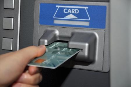 Retirar dinero del cajero  Foto de archivo - 8005080