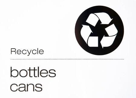 瓶をリサイクルし、署名缶
