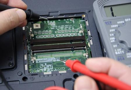 ノート パソコンの修理の抽象的な写真