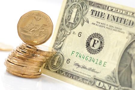 verschillen: Een dollar verschillen tussen de Amerikaanse en Canadese geld