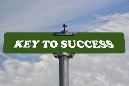 actitud positiva: La clave para el éxito carretera signo