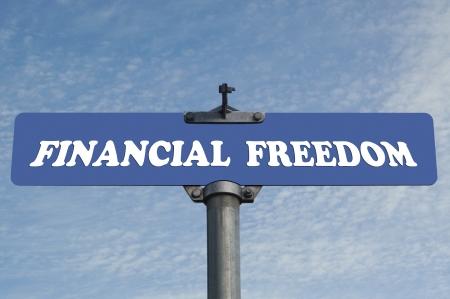 financial metaphor: La libertad financiera se�al de tr�fico Foto de archivo