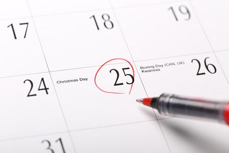 Een datum omcirkeld op een kalender, Kerstmis