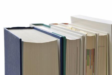 Een stapel boeken geïsoleerd op wit