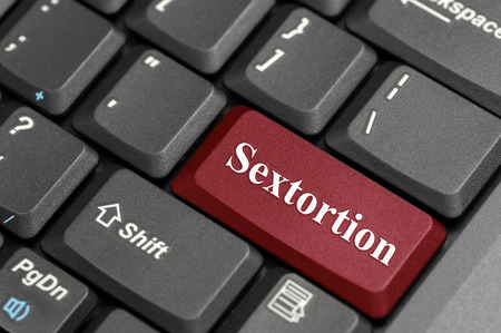 Red sextortion key on keyboard Banco de Imagens
