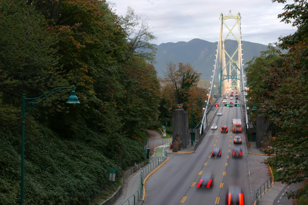 Blur motion of car driving on Lions Gate Bridge at Stanley Park in Vancouver BC Canada Archivio Fotografico