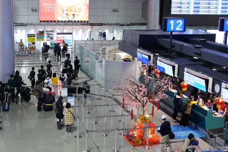 Top shot of passengers going to the check in desks inside Taiwan airport Archivio Fotografico - 133173020