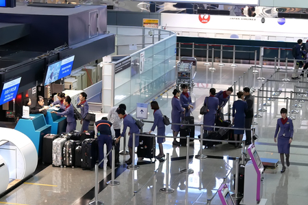 Top shot of passengers going to the China airline check in desks inside Taiwan airport Archivio Fotografico - 133173023