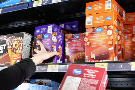 Motion of woman buying great value ice cream inside Walmart store Archivio Fotografico - 133174314