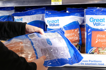 Motion of woman buying great value white shrimp inside Walmart store Archivio Fotografico - 133174325