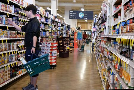 Burnaby, BC, Canada - May 09, 2019 : Motion of people buying cream for coffee inside price smart foods store Archivio Fotografico - 137901193