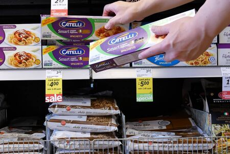 Burnaby, BC, Canada - May 09, 2019 : Motion of people buying Catelli smart spaghetti inside price smart foods store Archivio Fotografico - 137901202