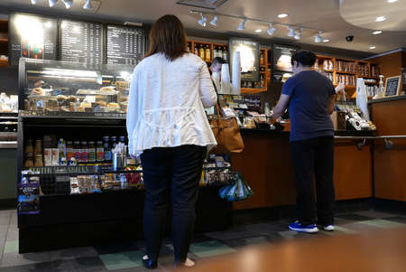 One side of people buying coffee inside Starbucks store Archivio Fotografico - 144363100