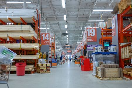 Motion of people shopping inside Home Depot store Archivio Fotografico - 147604564