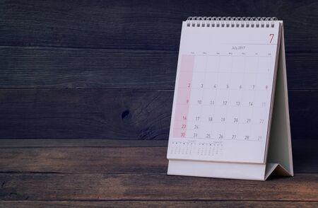 calendario julio: July Calendar 2017 on wood table Foto de archivo