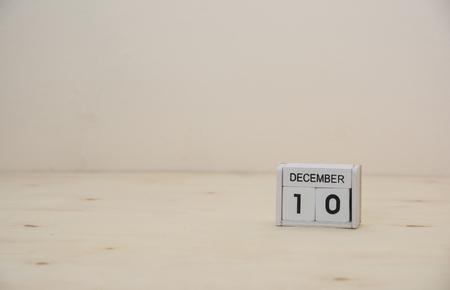 10. Dezember Holzwürfel Kalender auf Holzoberfläche mit Textfreiraum Standard-Bild - 90333828