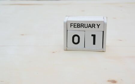 1. Februar Holzwürfel Kalender auf Holztisch mit Textfreiraum Standard-Bild - 90333902