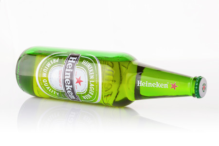 dew cap: BANGKOK, THAILAND - SEPTEMBER 23, 2015: Heineken Lager Beer is the flagship product of Heineken International which owns over 125 breweries in more than 70 countries.