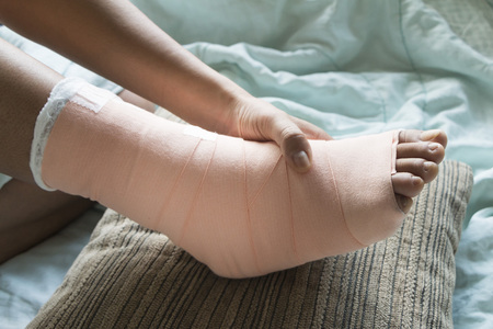 splint: Foot soft splint for treatment of injuries from tendon inflammation.