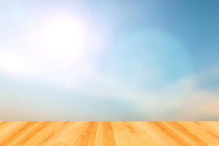 ciel avec nuages: fonds de ciel bleu floues et plancher de bois Banque d'images