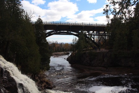 grosella: Bridge at Gooseberry Falls