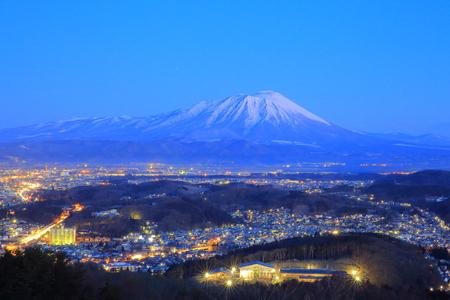 Iwate volcan et la nuit Banque d'images - 66219049