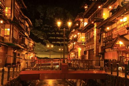 onsen: Ginzan Onsen in winter