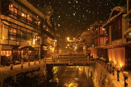 冬の銀山温泉 写真素材
