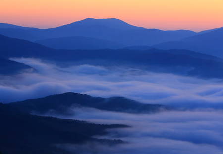 Mountain ranges and sea of ??clouds