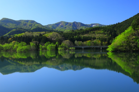 Nishikinaki Lake with greenery view