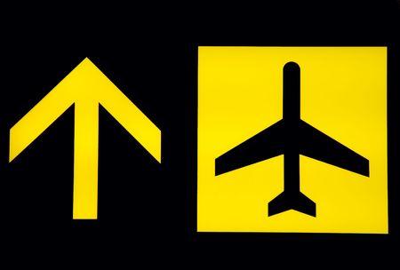 destinos: Ver la salida de se�al en balck fondo en el aeropuerto