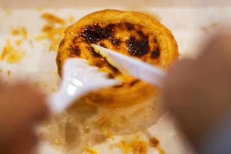egg tart sweet custard cream on paper box very sweet and delicious Standard-Bild
