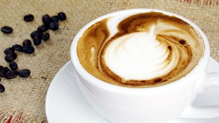 Cappuccino Kaffee Und Susse Schokolade Rot Gut Nass Kuchen Eine