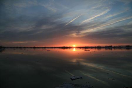 Sun setting in the far northern hemisphere Banco de Imagens - 6459019