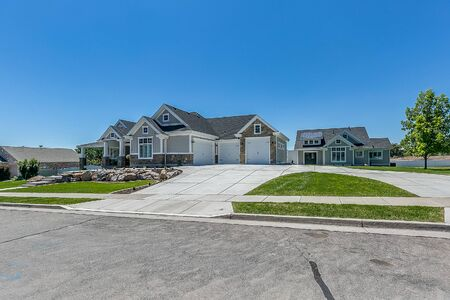 Big beautiful home with a big driveway for ample parking