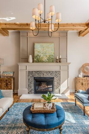 Very classy chevron tiled fireplace with gorgeous surrounding decor Archivio Fotografico