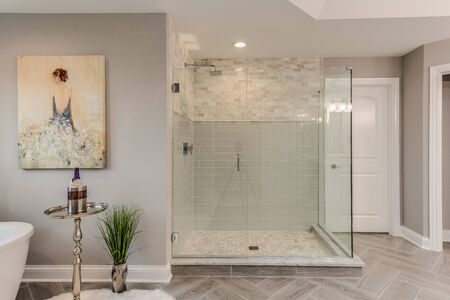 Perfect master bathroom with a large shower and freestanding tub to enjoy soaking in 版權商用圖片