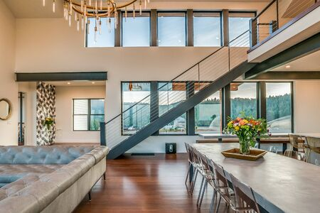 Long open staircase leading from open layout great room upstairs Foto de archivo