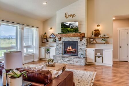 Vaulted ceiling covering both family room and kitchen Stock Photo