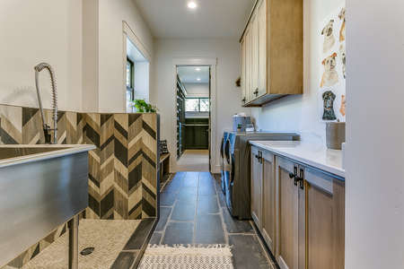 Mudroom, dog bathing station, and laundry room all in one 写真素材 - 150725877