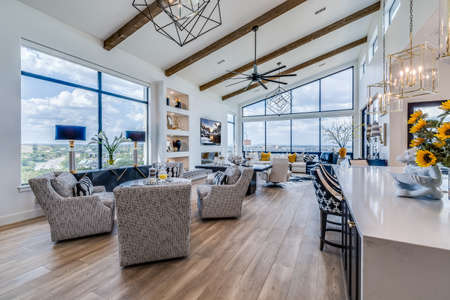 Wall full of glass windows and vaulted ceiling in modern open floorplan home Stock Photo