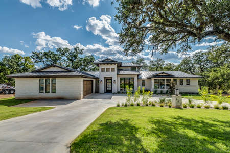 Beautiful new sprawling home in Texas with big circle driveway Stock fotó