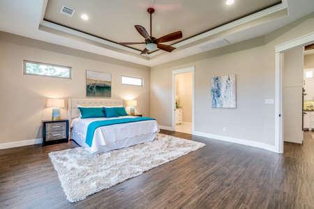 A simple yet beautiful room to sleep. 版權商用圖片