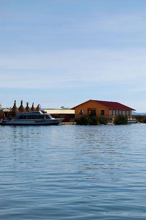 Uros �le flottante sur le lac Titicaca au P�rou