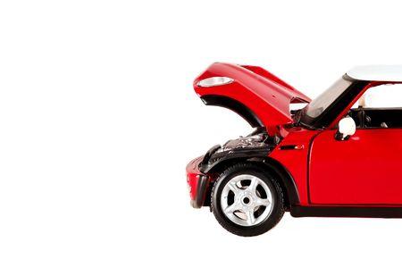 rouge jouet mod�le mini cooper isol�s copie espace ouvert le capot