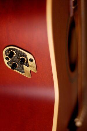 gros plan des d�tails d'une guitare acoustique en bois