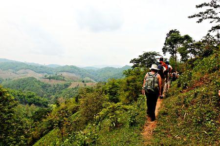 Gens du voyage de randonn�e dans la jungle des montagnes du nord de la Tha�lande